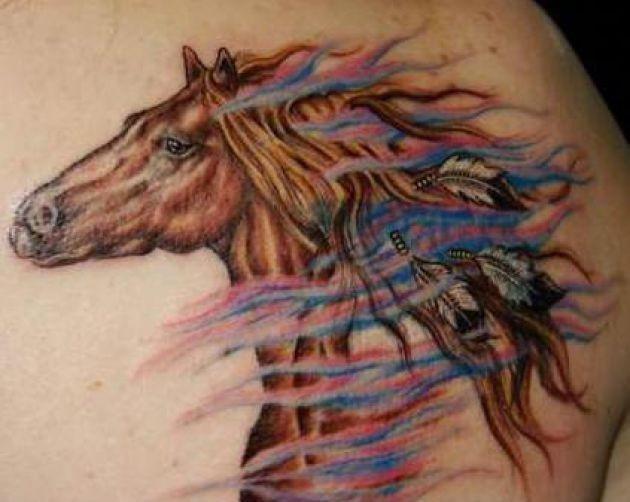 Татуировка в виде лошади с распущенной гривой