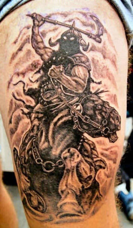 Татуировка в виде лошади с наездником